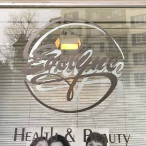 unleserliches logo: evelyne.